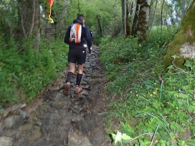 sentier pierre et boue